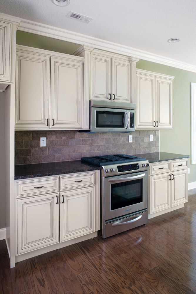 Madison white heritage classic cabinets - Kitchen images with white cabinets ...